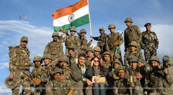 mohnish-bahl-his-wife-with-indian-army